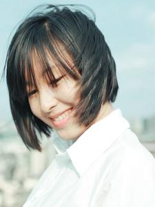 白衬衫干净美女天台写真