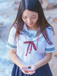 清纯学生妹海边嬉戏玩耍