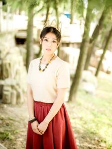 文艺范女青年笑容恬静