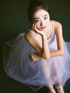 清新脱俗芭蕾舞美女身材纤细