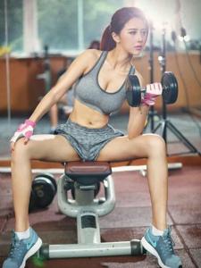 网红模特夏小薇代言健身房广告身材性感