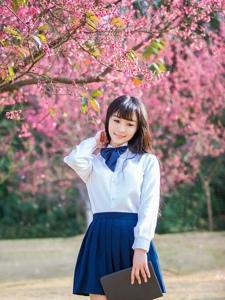 樱花树下的学生制服美女唯美清新