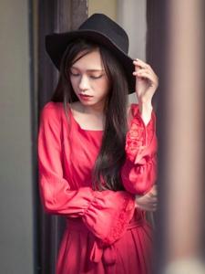 红裙长发黑毡帽美女高贵冷艳妩媚写真