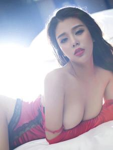 性感美女张栩菲黑纱薄裙展现朦胧女人味