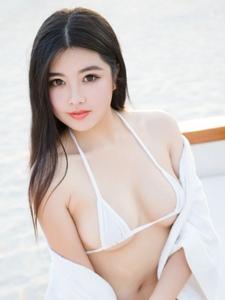 性感美女娜露Selena海滩大秀圆润丰满的身姿