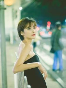 短发高颜值美女养眼黑色抹胸裙寂静春分的夜