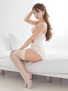 純白美少女高貞雅的網襪美腿優雅性感寫真