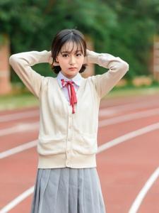 清纯校园妹子学生制服青春操场唯美写真