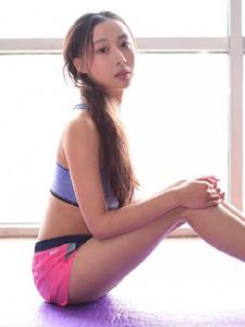 清純妹子瑜伽運動青春靚麗活力十足