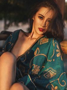 性感嫩模麻艘气质野外妖娆写真魅惑十足