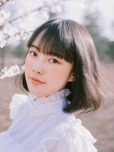 春季少女櫻花園內清純甜美寫真