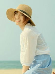 素颜美女海风吹起你的长裙清新甜美
