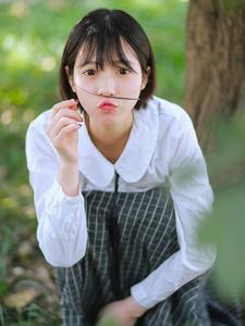 短发长裙少女丛林写真清新唯美