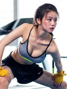体育主持人徐溢美胸翘臀性感健身照