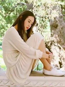 清新小白裙中分黑发女神文艺范十足