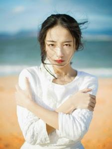 气质蕾丝长裙美女海风吹乱你的秀发