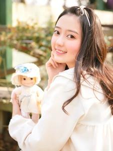 可爱洋娃娃美女甜美诱人笑容惹人爱