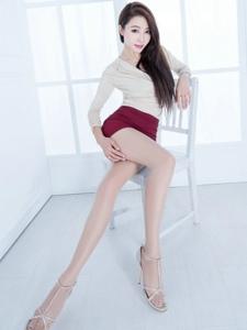 台湾腿模emma粉色包臀裙高跟肉丝美腿