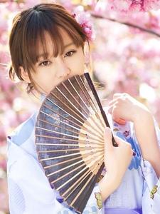 樱花树下的和服姑娘清纯羞涩甜美可爱