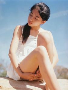 清新小白裙美少女野外自然迷人写真