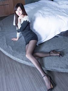vicni簡曉育黑色緊身包臀裙黑絲美腿高跟