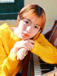 清纯音乐少女钢琴室内清新写真