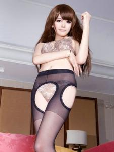 性感火辣的开裆黑丝美女Sammi私房情趣动人