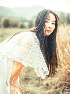 长发女生白纱长裙森林户外唯美写真