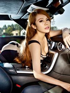 奔驰SLS鸥翼香车美女车模性感迷人