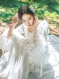 森林气质美女白纱雾气缭绕仙女下凡