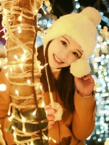 冬日里的文静养眼妹子温暖笑容暖化人心