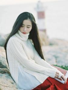 海边黑长直气质美女寂静舒心写真