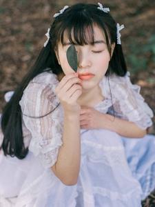 甜美少女森林纯真可人娇嫩迷人