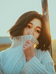 夕阳下的短发轻熟女气质温暖写真