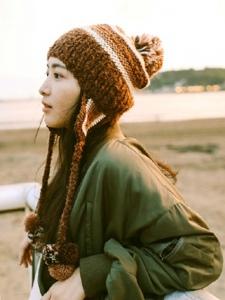 日系素颜美女街拍时尚自由奔放写真