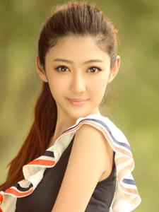 清纯脸蛋漂亮大眼美女阳光下的灿烂微笑