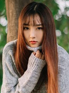 细白长腿发阳光刘海森系美女户外甜美写真