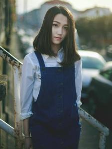 气质短发美女铁轨背带裙时尚孤独写真