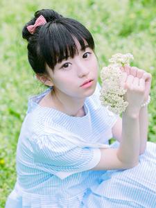 蒲公英少女绿茵清新写真可爱迷人