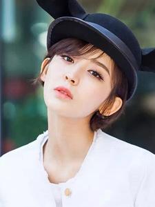 娜扎简单时尚清新十足街拍曝光