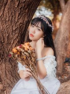 花环公主范少女森林捧花寂寥迷人写真