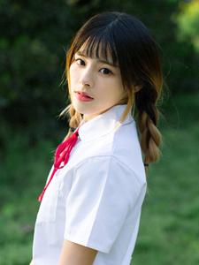 清纯校服美眉花丛甜美写真浪漫美丽