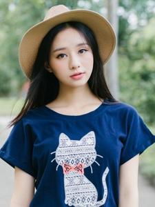 甜美草帽女生短裙可爱小?#36710;?#38451;光写真
