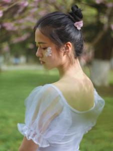 气质芭蕾舞少女蕾丝舞裙轻盈美丽