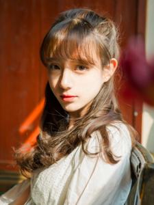 清纯大眼刘海美女静谧午后浪漫写真