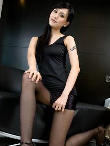 美女sara百变黑丝造型突显女王风范