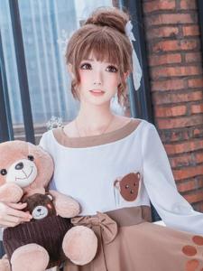 清纯美女可爱洋娃娃装扮甜美迷人