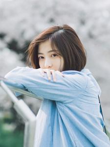 日系少女樱花树下唯美写真