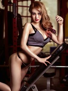金发性感美女健身房迷人翘臀写真