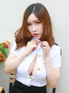 尤物女神于姬Una制服秀完美曲线写真